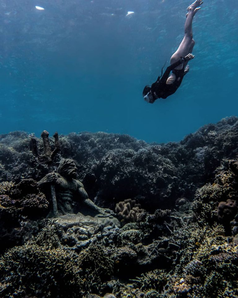 Underwater statues mystery